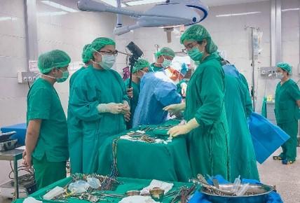 การผ่าตัดผู้ป่วยมะเร็งท่อน้ำดี ครั้งแรกใน สปป.ลาว